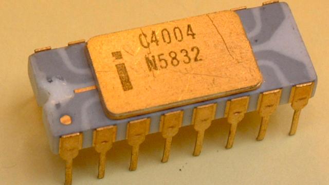 El Intel 4004 que se considera como el primer microprocesador