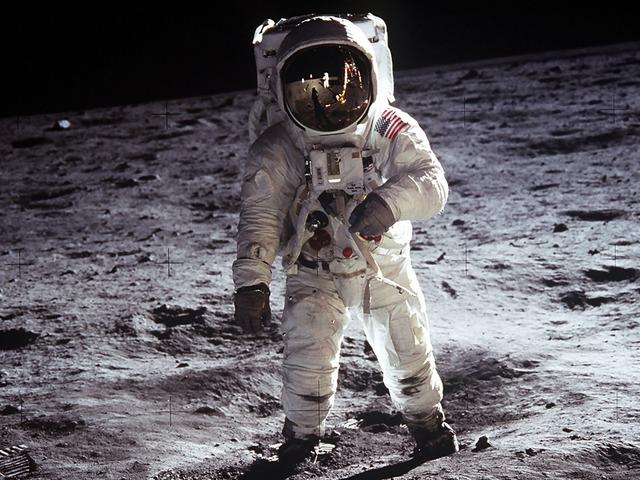 Primeras palabras desde la Luna