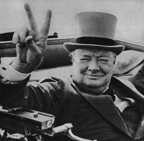 Churchill blir statsminister i storbrittania