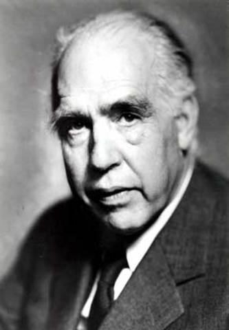 Эрнест Резерфорд (1871–1937), Нильс Бор (1885–1962),  Вернер Карл Гейзенберг (1901–1976).