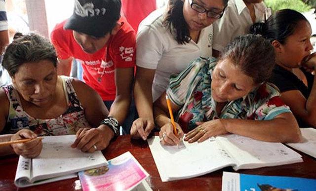 Primer campaña de alfabetización y se creo el seguro social