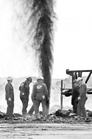 El descubrimiento de cuantiosas reservas petroleras .