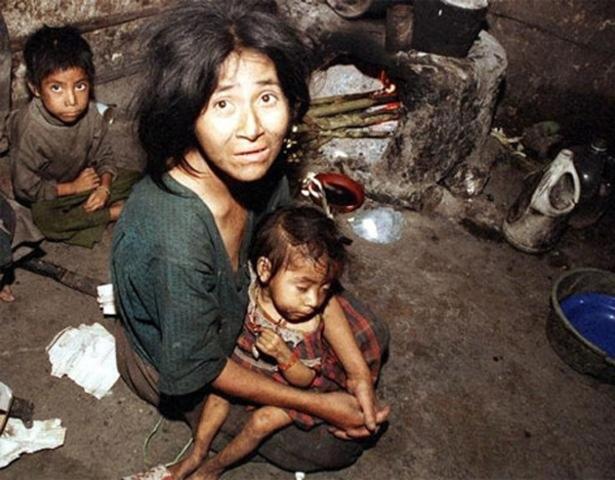 Pobreza en el % de pobl. total: - Moderada 31.8% - Extrema 15.5% * Carencias sociales en el % de personas. - 41.5% por calidad y espacios en la vivienda - 26.6% por rezago educativo.