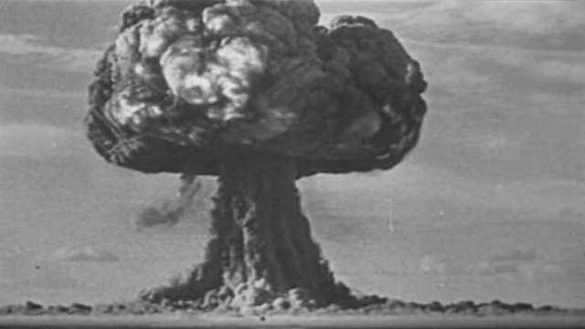 La URSS experimentó su primera bomba atómica.