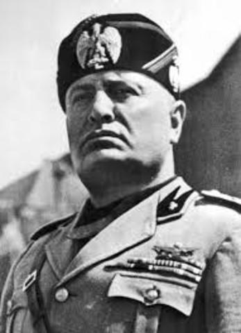 Mussolini avsätts