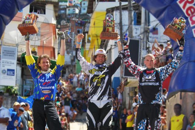 Primeira competição de mountain bike em favelas brasileiras é realizada no Santa Marta