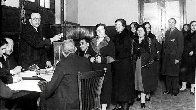Primeros movimientos feministas defendiendo al voto femenino