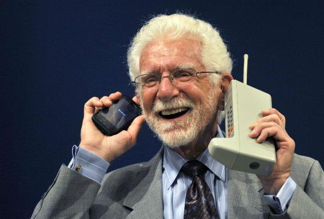 Primera llamada a través de un teléfono móvil