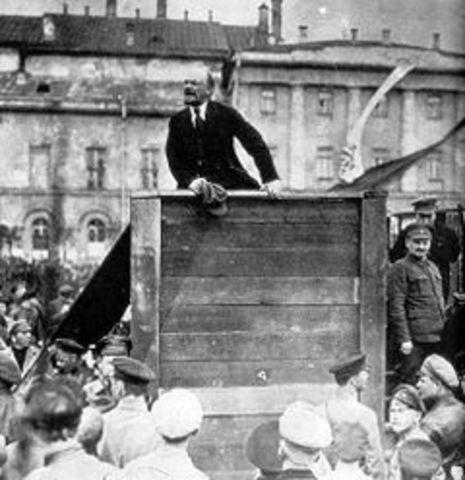 Lenin returns (April 16 NS)