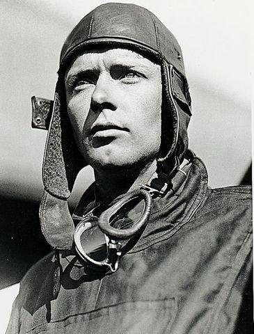 Charles Lindbergh; el primero en cruzar el Atlántico en avión