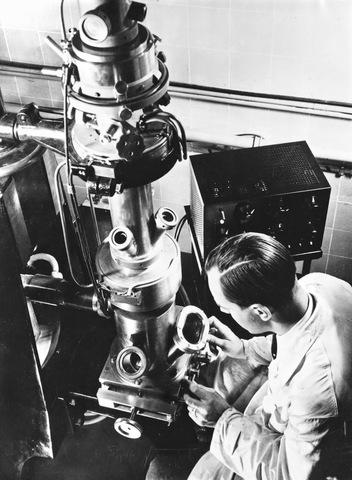 Invención del microscopio electrónico
