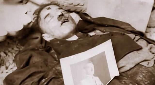 Hitler se suicida junto a su esposa