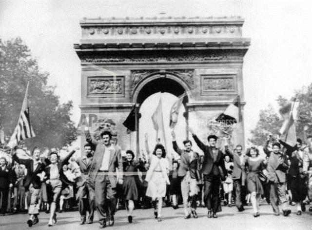 Allies take Paris