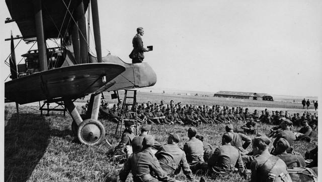 Alemania declara la guerra a Francia.