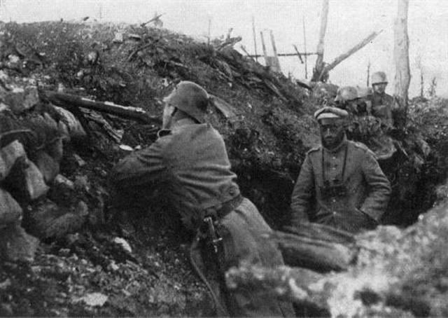 Inicio de la batalla de Lieja (Bélgica, cerca de la frontera con los Países Bajos y Alemania)