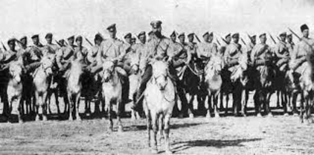 Tropas rusas atacan en Galitzia y en la Prusia Oriental.