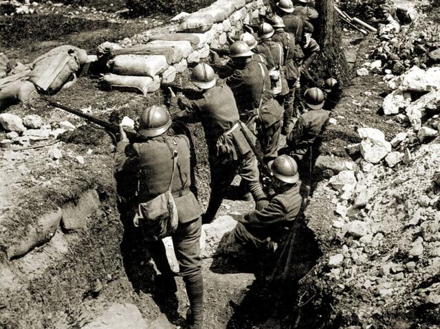 Italia declara la guerra a Austria-Hungría.