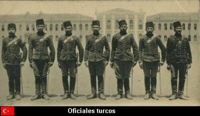 Italia declara la guerra a Turquía.