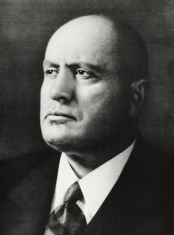 Mussolini arrestert