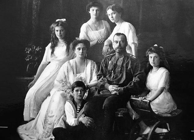 Ejecución de Nicolás II de Rusia, último zar de Rusia.
