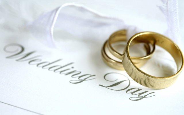 כריסטופר מתחתן