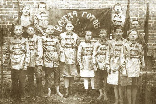 Первые пионерские отряды