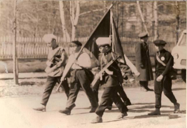 Вскоре пионерские отряды появляются во всех городах и в деревне.