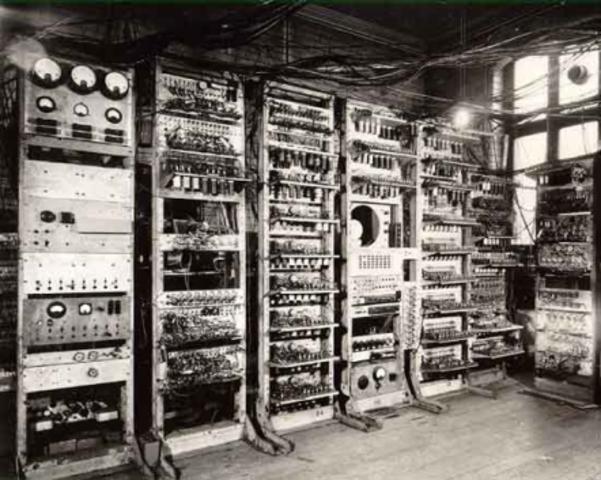 Первая отечественная ЭВМ – МЭСМ («малая электронно-счётная машина»).