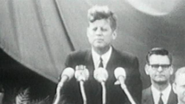 Kennedy gik på talerstolen i Kongressen