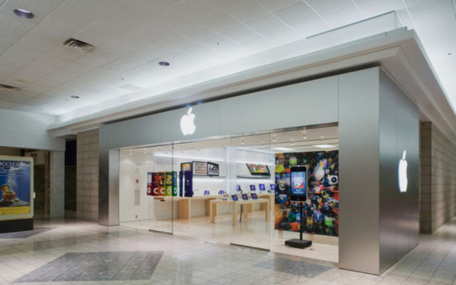 Apple's First Retail Stores Open