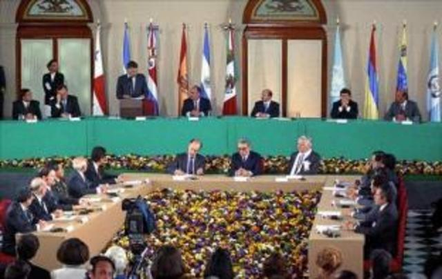 Firma de los Acuerdos de Paz El Salvador