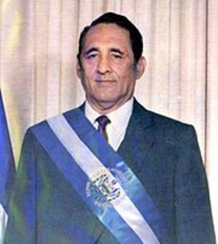 Elecciones y es electo presidente José Napoleón Duarte