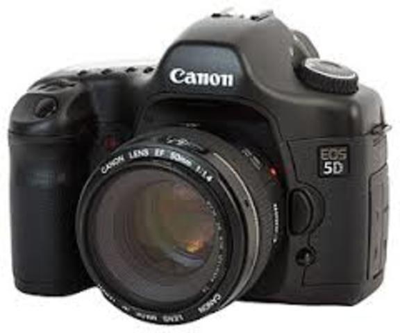 2005 First full-frame digital SLR with a 24x36mm CMOS sensor.