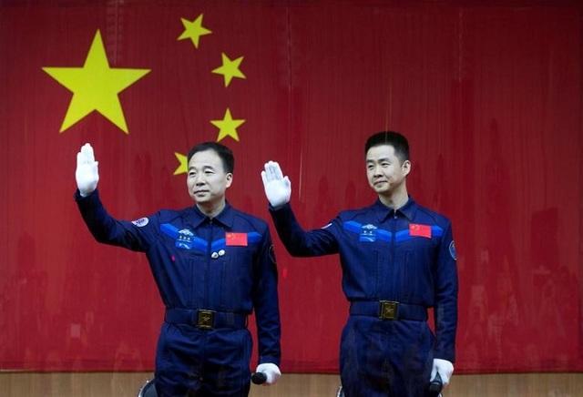 Китай осуществил успешный запуск пилотируемого космического корабля «Шэньчжоу-11»