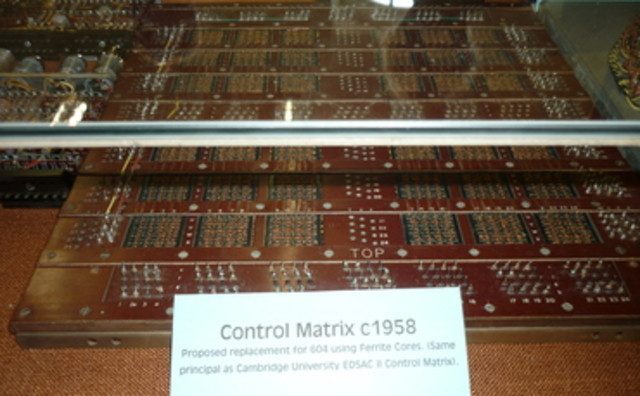 An Wang fue emitido patente de EE.UU. 2.708.722 # 34 con las reclamaciones de núcleo de la memoria magnética.