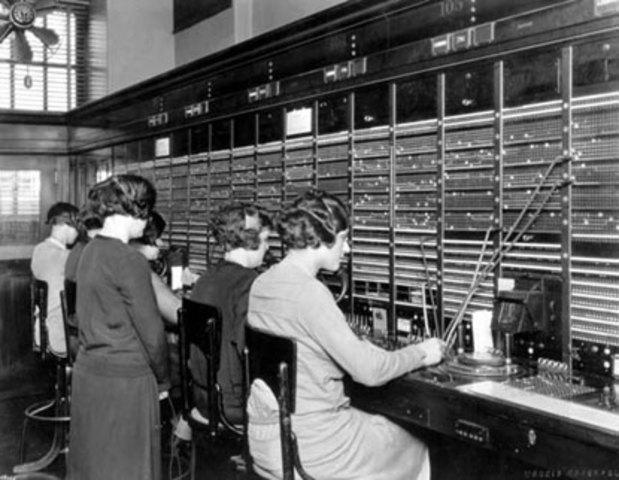 Instalación de la primera central pública telefónica