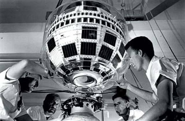 En órbita el primer satélite de telecomunicaciones