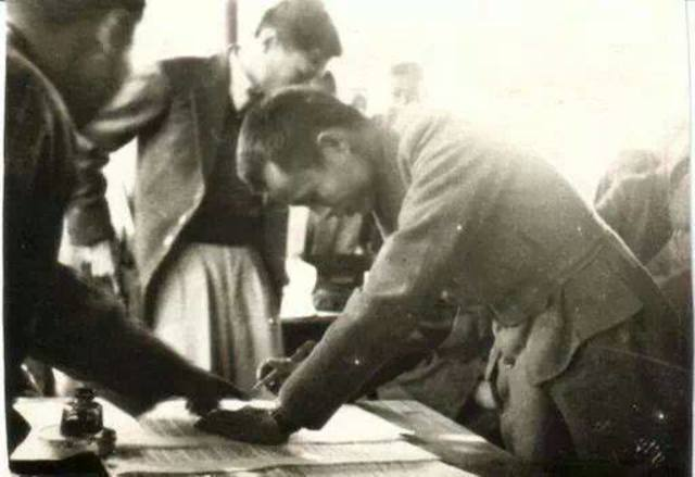 Panglong Agreement is reached between Burmese government under its leader, General Aung San, and the Shan, Kachin, and Chin ethnic peoples at the Panglong Conference.