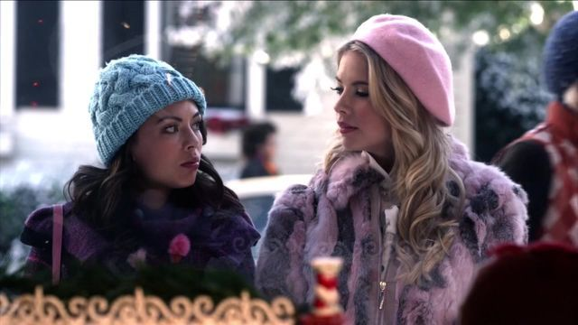 Hanna & Mona At Christmas