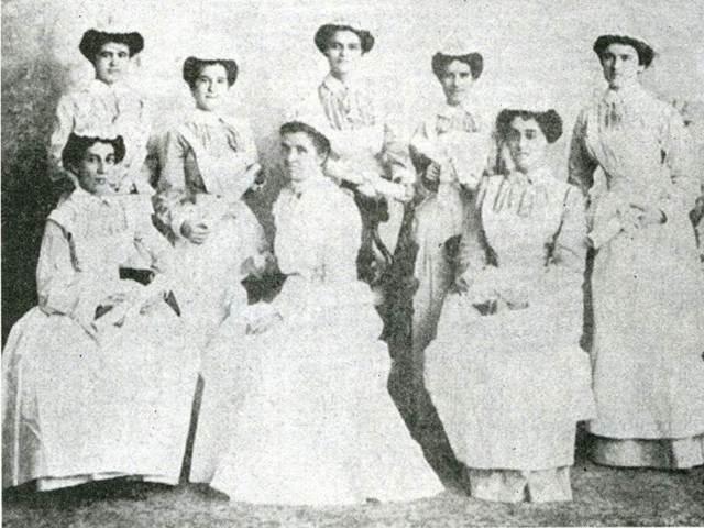 Primera escuela de enfermerpia en un asilo