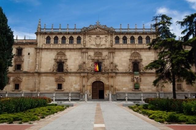 UNIVERSIDAD ALCALÁ Fundada el 30 de abril de  1499, es una de las universidades más importantes y antiguas de España