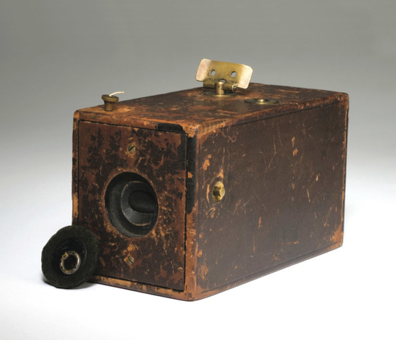Dry plate negatives and handheld cameras