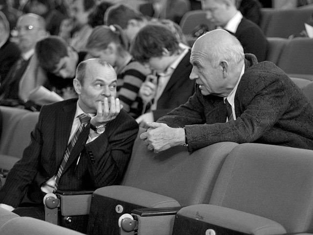 США. Проводятся первые групповые интервью, которые затем, в 40-х гг. привели к появлению метода фокус-групп