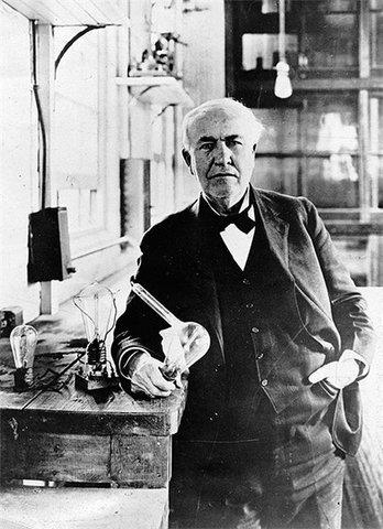 США. Первое мероприятие public relations (связей с общественностью) по случаю 50-й годовщины изобретения лампочки Эдисоном