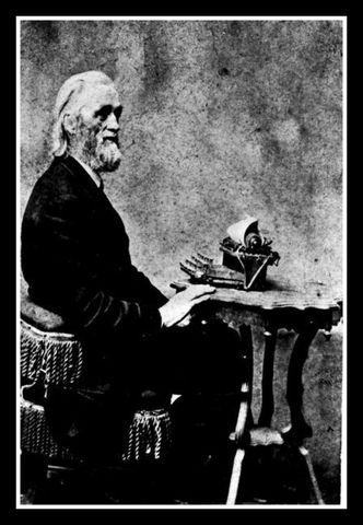Primera máquina escribir  con teclas QWERTY