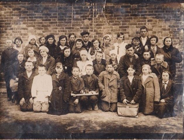 Первая школа в хуторе.