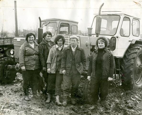 Женская тракторная бригада.