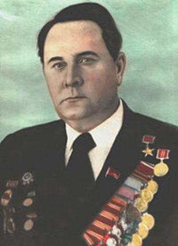 Петр Ефимович Полтавцев возглавил колхоз «Родина» Тацинского района Ростовской области, председателем правления которого оставался более 30 лет.