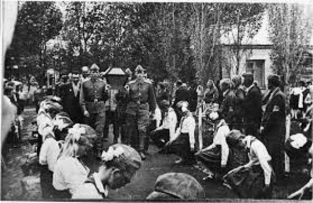 Перезахоронение Юрия Мефодьева и 7 солдат, на котором присутствовала сестра Юрия.