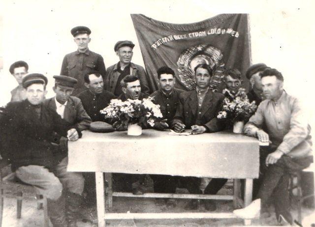 Создан Новороссошанский сельский совет, в его состав входили хутора Новороссошанский, Чумаков, Платонов. Сельский совет просуществовал с 1 943 года по 1 960й.